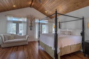 The Crystal Beach House - 1768742