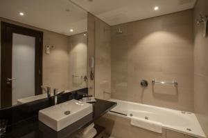A bathroom at Puerto Norte Design Hotel