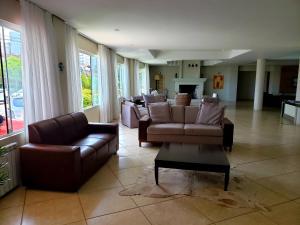A seating area at De Rose Praia Hotel