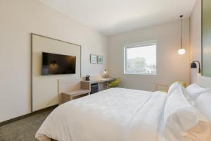 A bed or beds in a room at Holiday Inn - Piura, an IHG Hotel