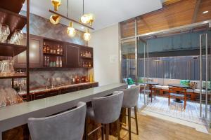 The lounge or bar area at Holiday Inn - Piura, an IHG Hotel