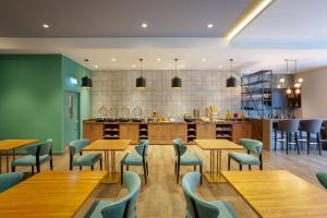 A restaurant or other place to eat at Holiday Inn - Piura, an IHG Hotel