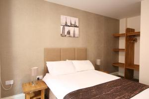 A bed or beds in a room at Citilodge Hotel by Roomsbooked