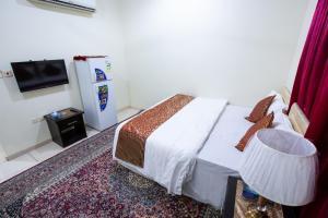 Cama ou camas em um quarto em Al Eairy Apartments - Makkah 8