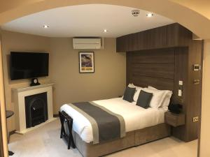 A bed or beds in a room at St Paul's Hotel