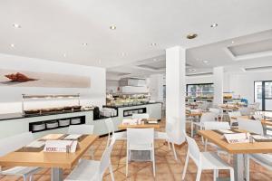 Un restaurante o sitio para comer en Hotel THB Flora
