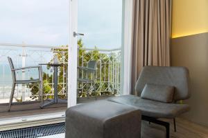 Ein Sitzbereich in der Unterkunft Hotel AM MEER & Spa