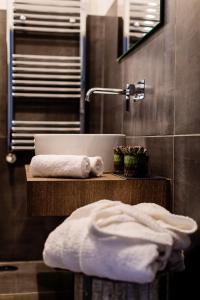A bathroom at Le Stanze Di Catia