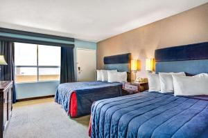 A bed or beds in a room at Travelodge by Wyndham Las Vegas Center Strip
