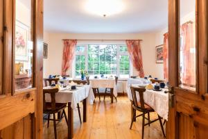 A restaurant or other place to eat at An Bruachan B&B