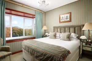 A bed or beds in a room at Duke Of Richmond Hotel
