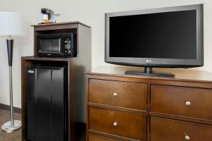 A television and/or entertainment centre at Hampton Inn Chicago-Midway Airport