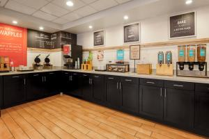 A kitchen or kitchenette at Hampton Inn Chicago-Midway Airport