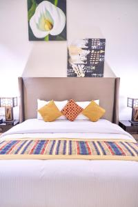 A bed or beds in a room at City Stay Grand Hotel Apartments - Al Barsha