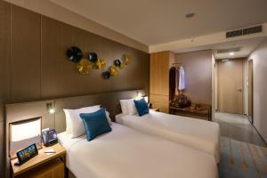 A bed or beds in a room at Novotel Melbourne Central