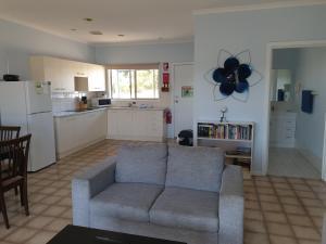 A seating area at Marion Bay Holiday Villas