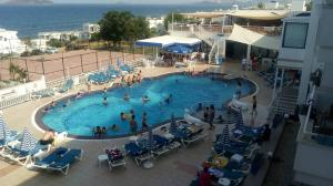 A view of the pool at Victoria Suite Hotel & Spa or nearby