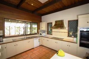 A kitchen or kitchenette at Casbak Alpine Units