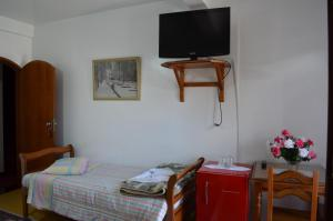 A television and/or entertainment center at Hotel Cantinho de Portugal