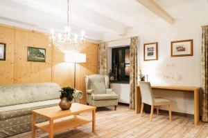 Ein Sitzbereich in der Unterkunft Forsthaus Wörnbrunn
