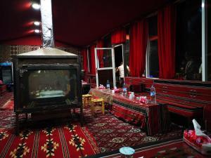 Et tv og/eller underholdning på Beyond Wadi Rum Camp