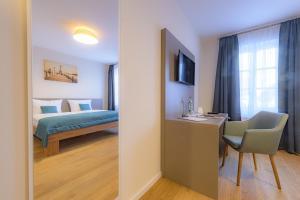 Ein Bett oder Betten in einem Zimmer der Unterkunft Gasthaus Adler Allmannsdorf