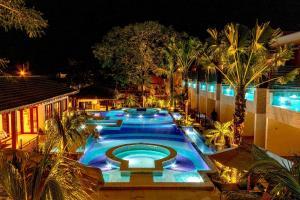 A view of the pool at Pousada Arte da Natureza or nearby