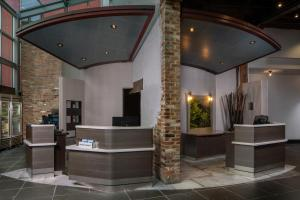 The lobby or reception area at Courtyard by Marriott New Orleans Downtown/Convention Center