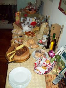 Breakfast options available to guests at B&B Stupor Mundi