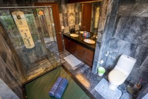 A bathroom at Beachfront Villa 2 Bedrooms with Private Pool