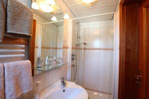 Ein Badezimmer in der Unterkunft Hotel Nuhnetal