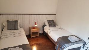 A bed or beds in a room at Am Glenne