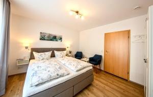 A bed or beds in a room at Ferienweingut Klaus Thiesen Gästezimmer und Apartments