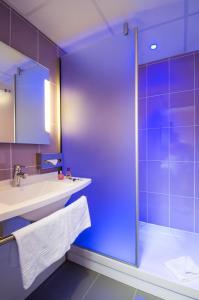Salle de bains dans l'établissement ibis Styles Bourges