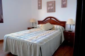 A bed or beds in a room at Apartamento Mari Carmen