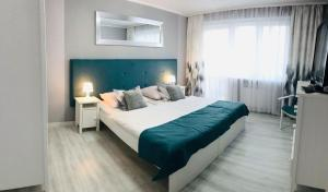 A bed or beds in a room at Apartament 44m2 w centrum