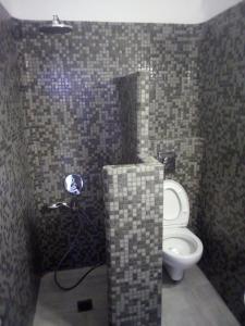 Ein Badezimmer in der Unterkunft Hotel Perissa