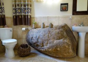 A bathroom at Vekis Village