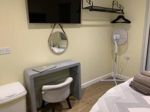 A bathroom at Southernwood - Garden Lodge 10