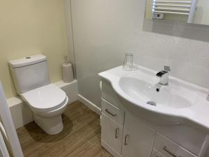 A bathroom at Southernwood - Garden Lodge 11