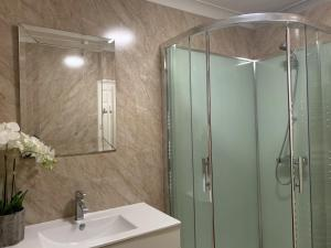 A bathroom at Southernwood - West Wing Room 1