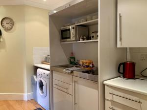 A kitchen or kitchenette at Southernwood - West Wing Room 3