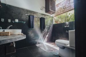 A bathroom at Salt House
