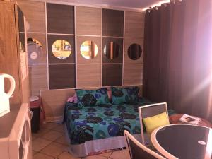 Uma área de estar em TAHITI studio B&B