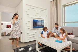 Familia alojada en Wyndham Dubai Marina