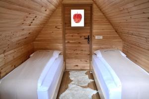 Krevet ili kreveti u jedinici u objektu Glamping naselje Zeleni turizem