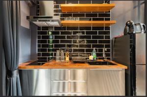 A kitchen or kitchenette at The Matta