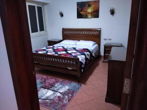 سرير أو أسرّة في غرفة في Porto Sokhna Sea View Families Only