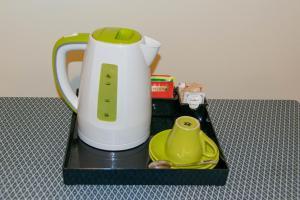 Comodidades para preparar café e chá em Hotel Giappone