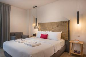 A bed or beds in a room at Trianon Luxury Apartments & Suites